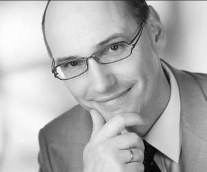 Prof. Dr. Stefan Becker, umtriebiger Orthopäde, Entwickler, Erfinder, PRP- und Laser-Minimal-OP - Spezialist